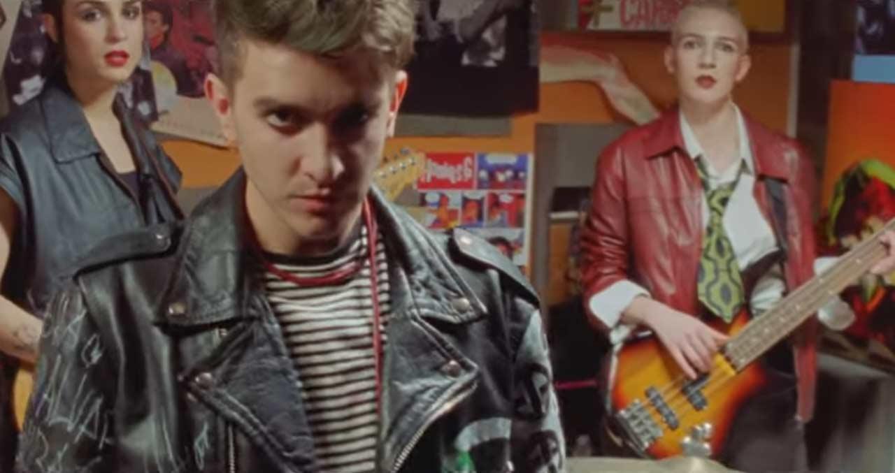 """Recycled J y el videoclip de los """"Superpoderes"""""""